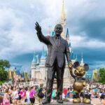 Disney oferece curso gratuito no Brasil em parceria com a Khan Academy
